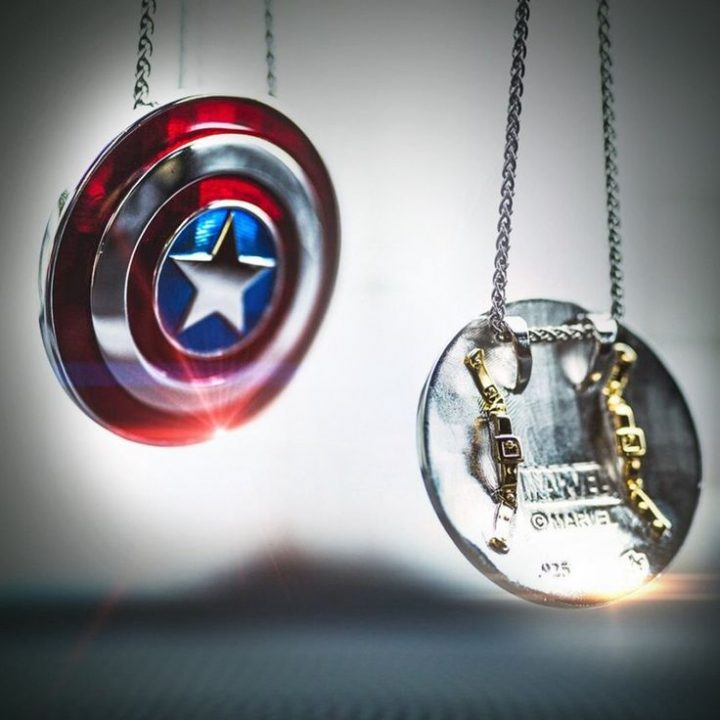 Captain America * Large * Hanging Shield